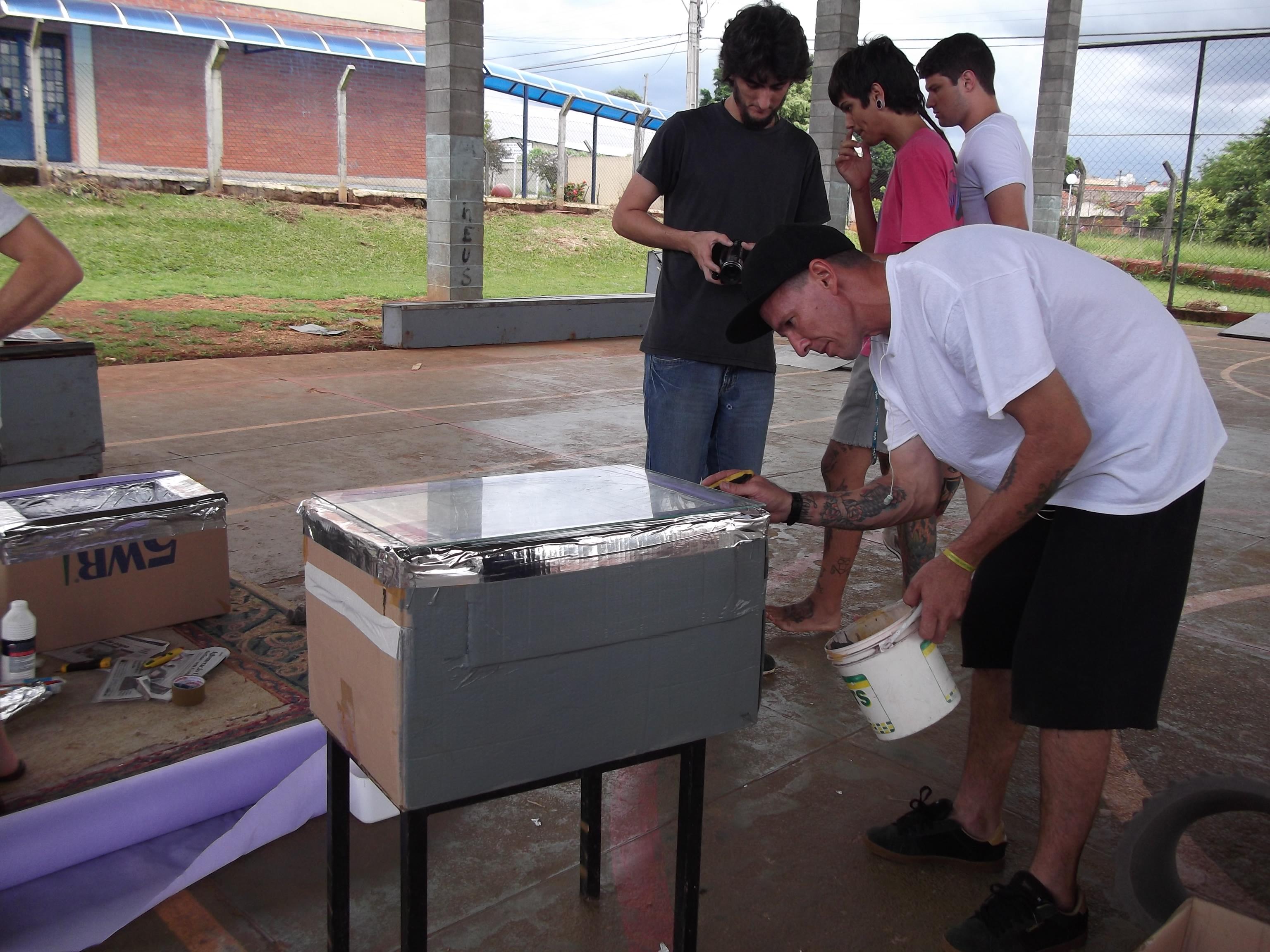 Oficina de forno solar com caixa de papel o na casa de for Oficina de caixa